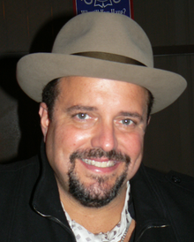 [Bild: 220px-Raul_Malo_at_Knuckleheads.png]